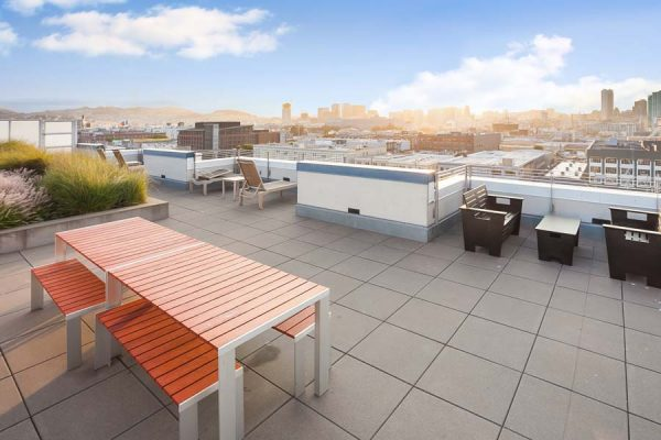 300BERRY__1313_ROOFDECK2